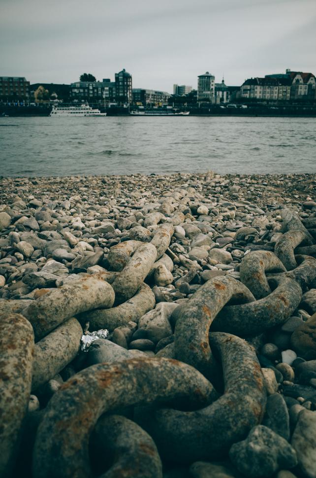 Ketten am Rhein